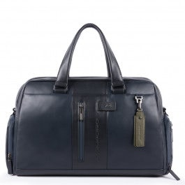 Personalizable duffel bag with shoe compartment
